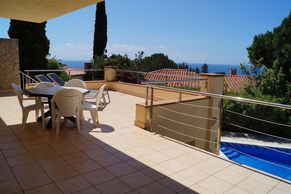Moderna casa con piscina cerca de la playa en alquiler for Casas en alquiler en la playa con piscina