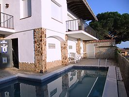 Villa with spectacular sea views for rent in Cala Canyelles.