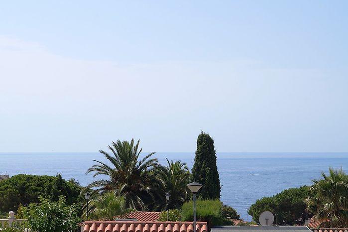 Detached house with nice seaviews for sale in Cala Canyelles.