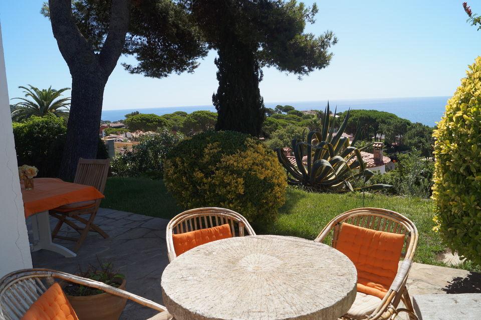 Maison avec g nial vue et jardin en location canyelles for Location maison lloret del mar avec piscine