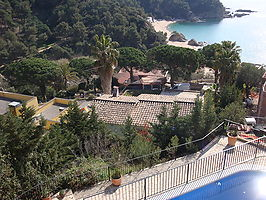House with stunning views and great pool area for rent in Cala Canyelles.