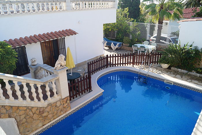 Holiday home with private swimming pool and two rooms for rent, near the beach Cala Canyelles of Lloret de mar