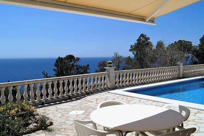 Villa with pool and stunning seaview for rent in Cala Canyelles