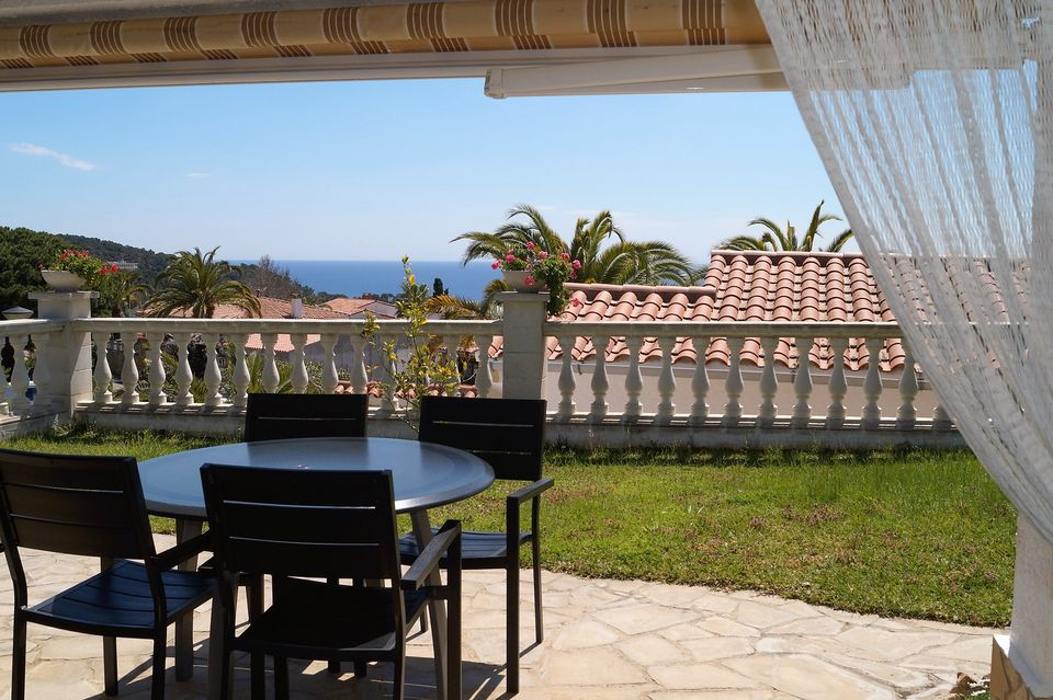 Nice House With Beautiful Garden For Rent In Cala Canyelles