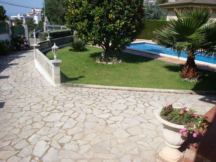 Villa spacieuse avec piscine priv e louer lloret de mar for Location maison lloret del mar avec piscine