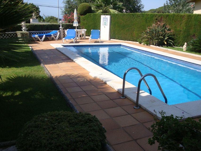 Villa spacieuse avec piscine priv e louer lloret de mar for Location maison tossa de mar avec piscine