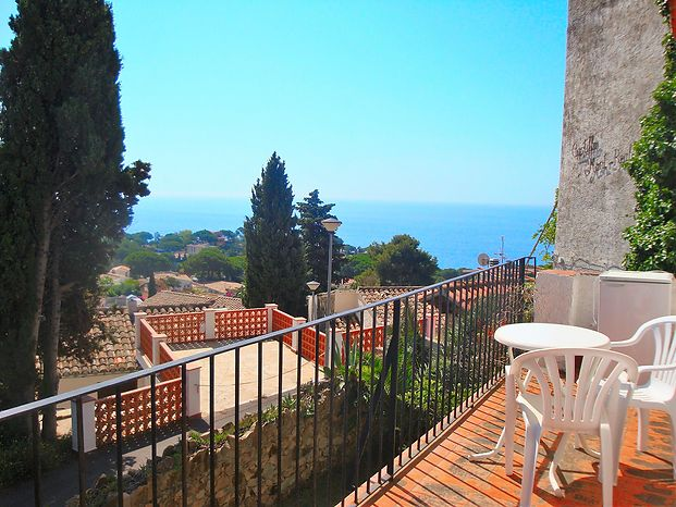 House for rent, 2 bedrooms, sea views, near the beach of canyelles/lloret de mar