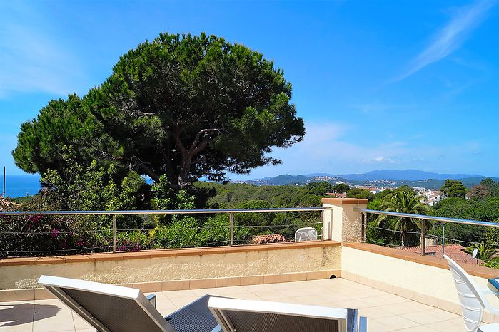 Modern holiday house with pool for rent, near the beach Cala Canyelles.