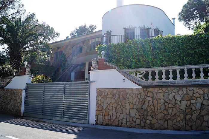 House in great location for sale - Cala Canyelles