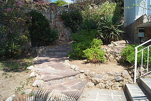 House for sale in quiet residential area near the beach Cala Canyelles.