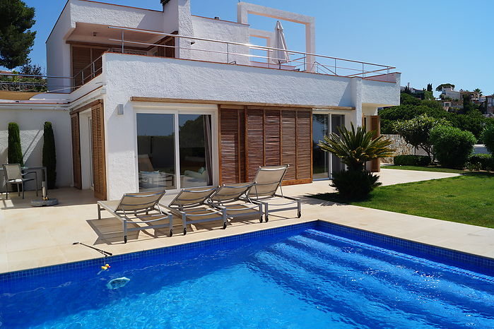 Villa Verena with pool private, views to the sea, very near the beach of canyelles-lloret