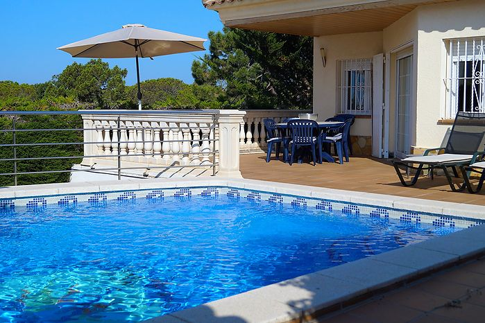 Lovely house with 2 bedrooms and private pool for rent in Canyelles-Lloret de Mar