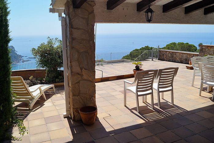 Nice located house for rent overlooking the bay of Cala Canyelles.