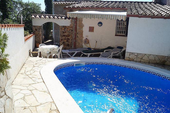 Comfortable house for sale with swimming pool in Cala Canyelles.