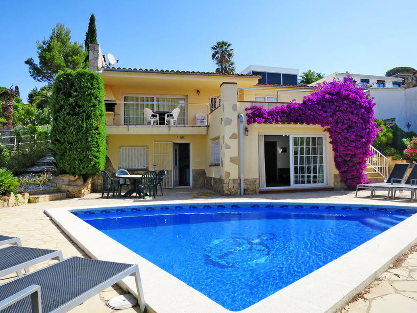 a75ad0a3dbdd4 Casa en alquiler con piscina privada cerca de la playa de Cala Canyelles.
