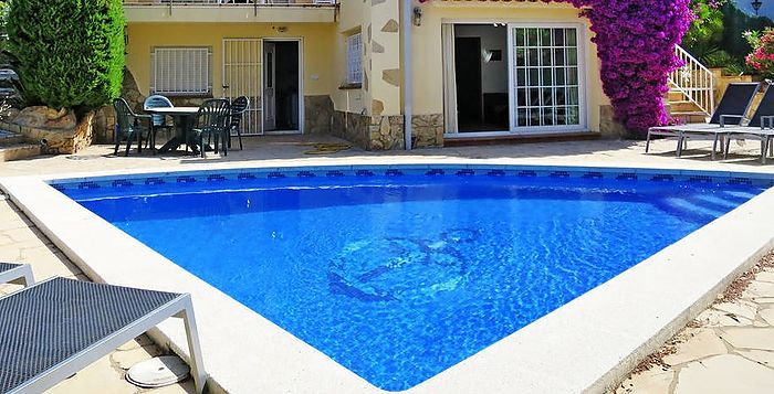 Beautiful house with large terrace, garden and private pool for rent.