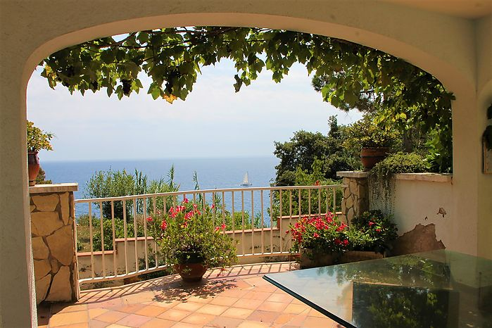House with beautiful sea view and private pool for sale