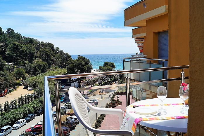 Apartment for rent direct in the beach Cala Canyelles (Lloret de Mar)