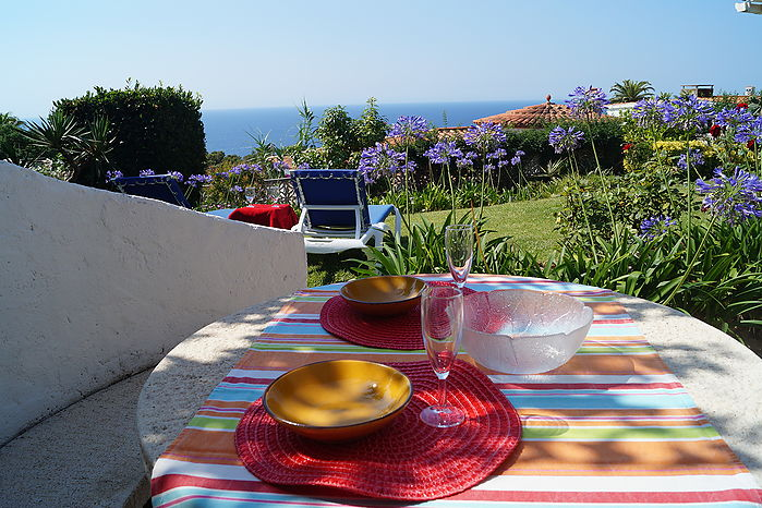 Nice house with garden and seaviews for rent in Cala Canyelles.