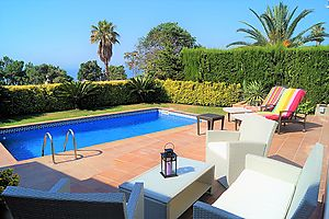 Villa Austria, house with swimming pool for sale in Cala Canyelles, Lloret de Mar.