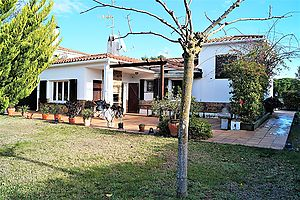 House for sale with plot of 697m2 in very quiet residential area