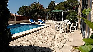 Hibiscus.House with pool and sea views, residential area anyelles. Cala Canyelles