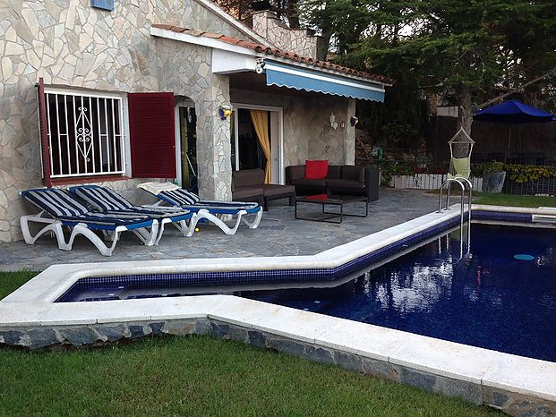Villa with sea view and swimming pool for rent in Cala Canyelles (Lloret de mar)
