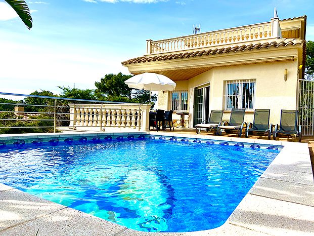 Lovely villa for rent with swimming pool in Cala Canyelles (Lloret de Mar)