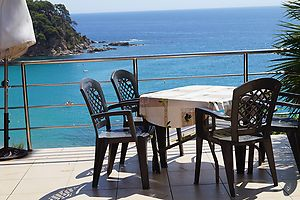 House with 1 bedroom, for rent, views direct to the beach, in Cala canyelles-Lloret de mar